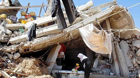Gaza femmes dans décombres.jpg