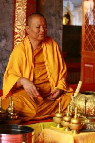 thailande03%20004.jpg moine bouddhiste.jpg