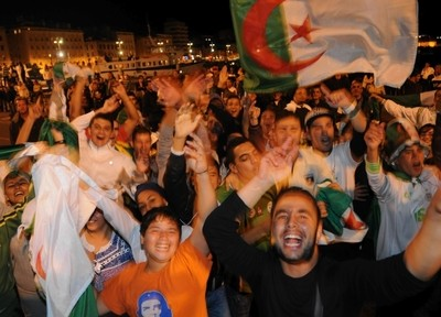 Marseille algérienne 11 oct 09 nuit.jpg