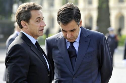 640896_france-s-president-sarkozy-speaks-with-pm-fillon-.jpg