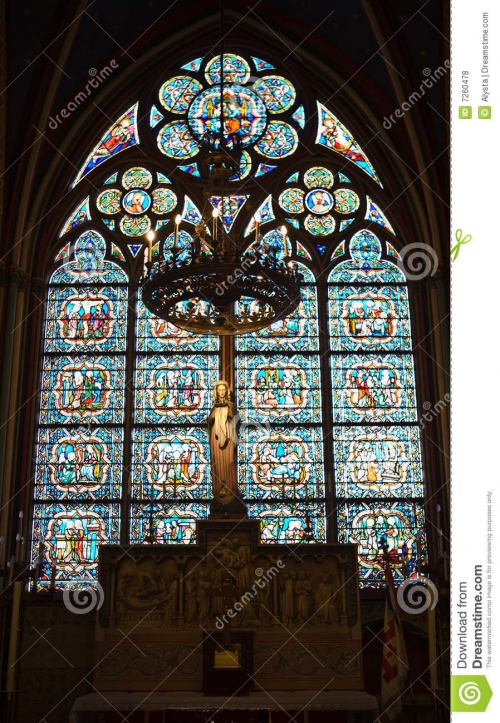statue-de-vierge-marie-à-l-intérieur-de-cathédrale-de-notre-dame-7260478.jpg