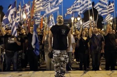 602866_des-militants-du-parti-neonazi-aube-doree-devant-le-parlement-a-athenes-le-29-mai-2013.jpg 2.jpg