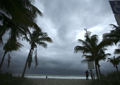 sipa_ap21080794_000027.jpg ouragan.jpg