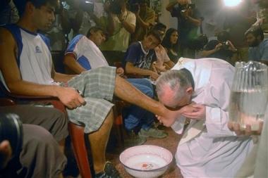sans-titre.png pape lave les pieds.png