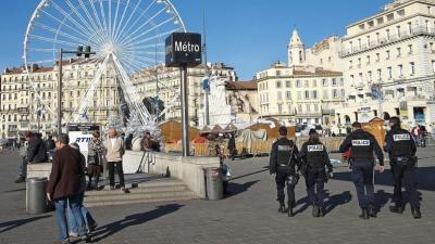 XVM0484b78a-8e3d-11e5-b9af-2439ffc17967.jpg police à Marseille port.jpg