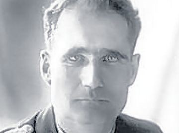 image-4-for-rudolf-hess-link-with-eaglesham-gallery-518765451.jpg yeux clairs.jpg