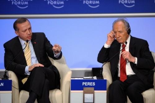 Erdogan et Shimon Peres à Davos.jpg