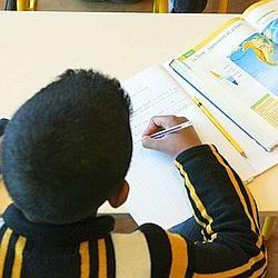 Enfant noir en classe.jpg