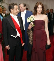Carla robe Dior sida.jpg