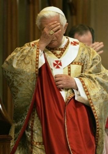 Benoït XVI célèvbe la messe à Sydney.jpg