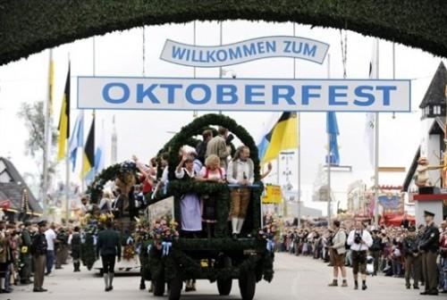 Fête de la bière parade pour l'ouverture de la fête.jpg