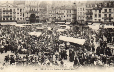 Braderie-Lille-ancienne.png La braderie de Lille.png