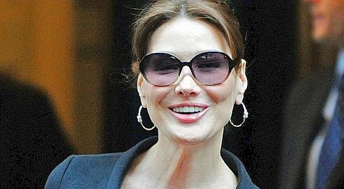 Carla Bruni lunettes fondation 30 mars 10.jpg