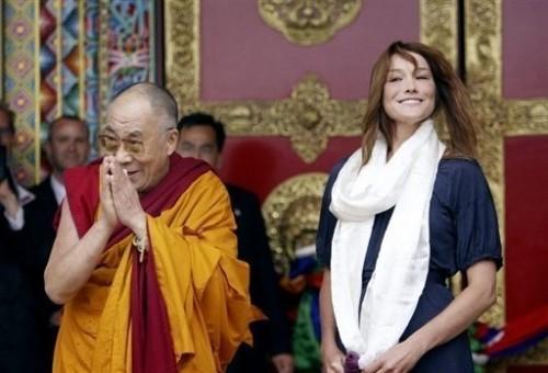 Dalai avec carla seule 22 8 08.jpg