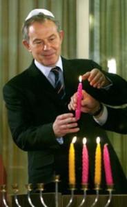 Blair bougies menorah et kippa.jpg