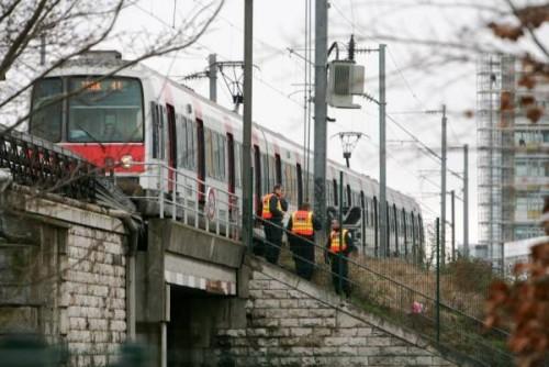 Drame RER pont rails.jpg