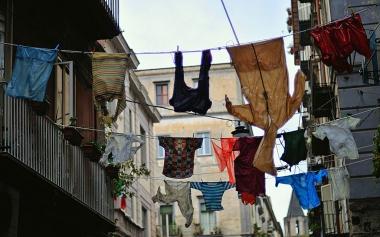 1024px-Upside_Down_-_Napoli.jpg