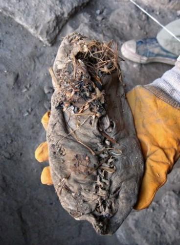 photo_1276122673791-1-0 chaussure la plus vieille du monde.jpg