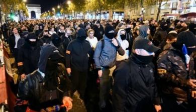 manifestation-de-policiers-sur-les-champs-elysees-dans-la_1091082_500x286.jpg Police.jpg