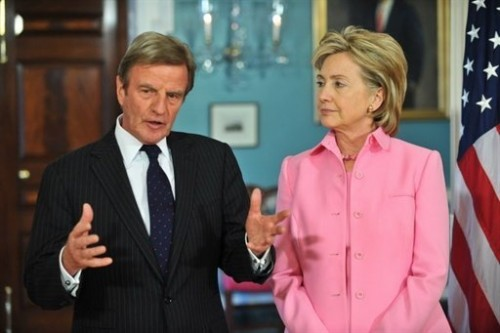 Clinton et Kouchner le 11 mai 2009 washington.jpg