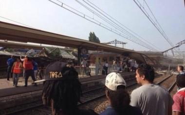 7763085085_un-train-a-deraille-a-bretigny-sur-orge.jpg Brétign y.jpg