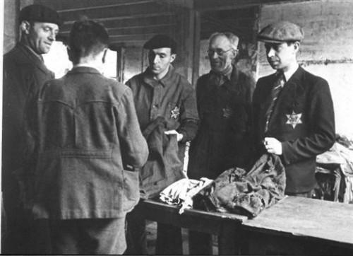 Juifs à Drancy en 1942.jpg