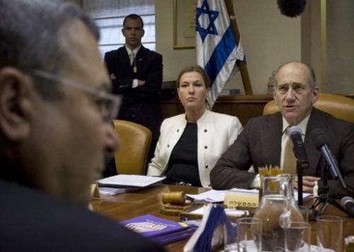 Olmert Livni Barak 1er février 09.jpg