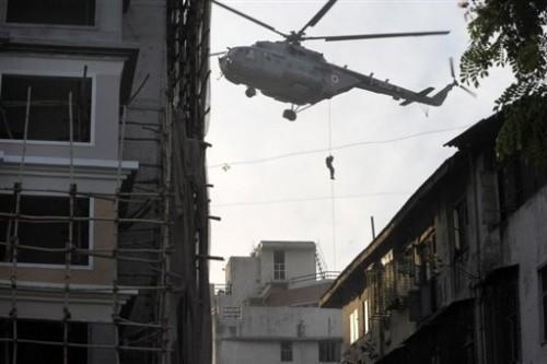 Bombay forces spéciales larguées sur le centre juif.jpg