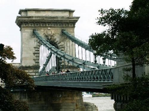 Pont des Chaînes - parapet -X chain.jpg