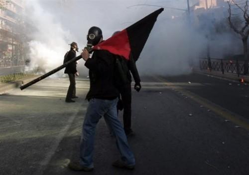 Grèce anarchiste drapeau noir et rouge.jpg