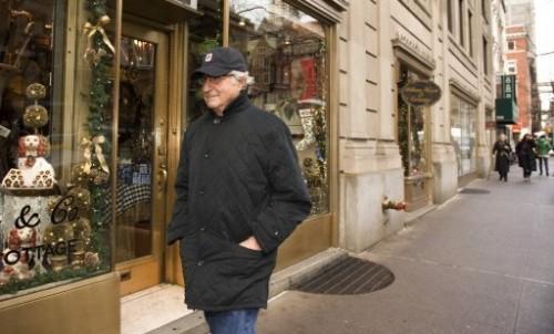 Bernie dans les rues de NY 17 déc 08.jpg