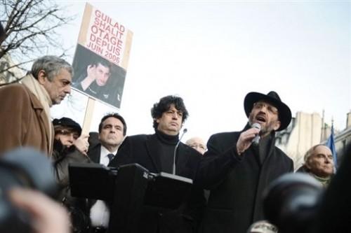 Enrico Macias le 4 janv 09 avec le grand-rabbin.jpg