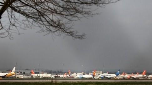 Avions cloués au sol à Londres.jpg