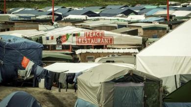 XVMa558d5fa-60d4-11e6-95d3-93f63f555425.jpg Peace resto Calais.jpg
