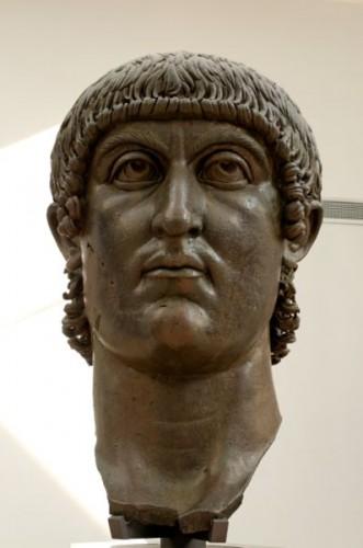 Empereur Constantin bronze romain 4e s. Musée du Capitole.jpg
