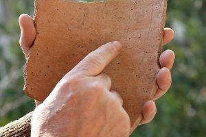 Brique hébraïque inscriptions.jpg
