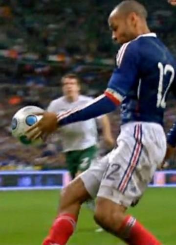 La main de Thierry Henry foot.jpg