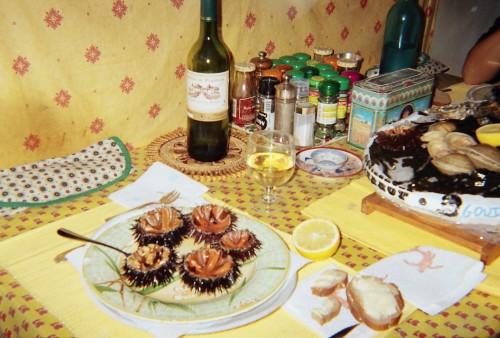 Assiette provençale - oursins.JPG