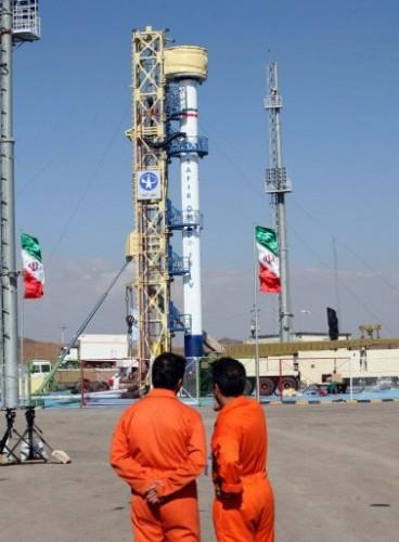 Fusé&e iranienne Safir-2 sur son pas de tir le 2 février 09.jpg