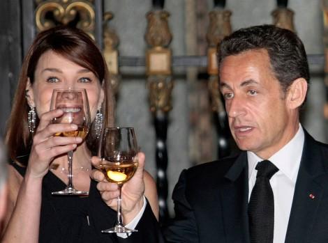 Sarkozy_Carla_Mexique verres en main.jpg