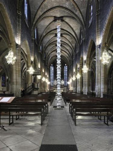 pascale-marthine-tayou-colonne-pascale-a-l-eglise-saint-bonaventure-de-lyon-courtesy-galleria-con.jpg