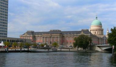 809px-Potsdam-stadtschloss-landtag.jpg