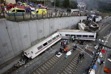 2013-07-24T212907Z_1_APAE96N1NOL00_RTROPTP_3_OFRWR-ESPAGNE-TRAIN-20130724.jpg dérailement en Espagne.jpg