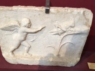 !cid_BE8DEFE1-A7D7-4B14-9CAF-735B1A99B682.jpg Cupidon et sauterelle Musée lapidaire d'Avignon.jpg