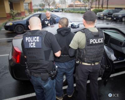 5078401_6_9d27_les-services-des-douanes-et-de-l-immigration_5cd6b6266f4fbdb587a61b2d002bbfe9.jpg Police Ice.jpg