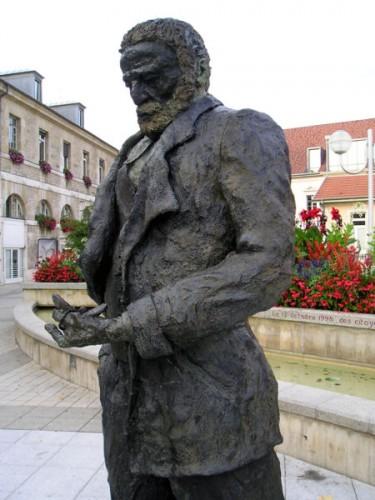 Statue de Victor Hugo par Ousmane Sow.jpg