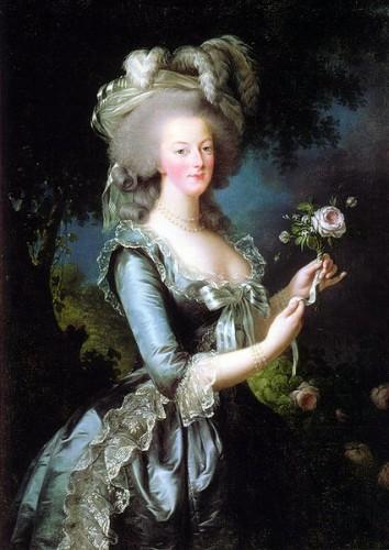 Marie-Antoinette avec roses.jpg