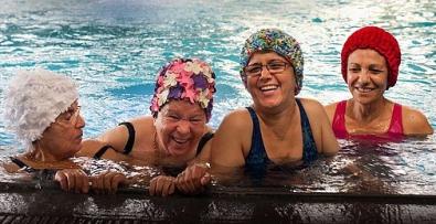 ODiuJlj.jpg femmes musulmanes piscine.jpg