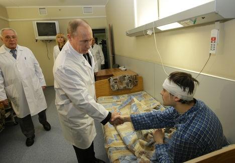 Poutine rend visite aux victimes.jpg