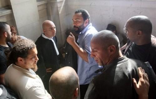 Dieudonné avec son avocat Jacques Verdier 22 09.jpg